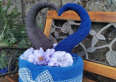 Niebiesko szary tort z ręczników
